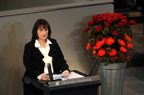 Autorin Elfie Haupt im Deutschen Bundestag